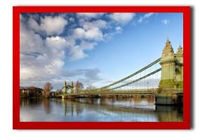 picture of Hammersmith Bridge over the river thames